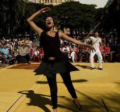 """Teatro de graça e ao ar livre, em mais de 36 apresentações, na 8ª edição do Teatro nos Parques. De 13 de julho a 25 de agosto, 22 companhias entram em cena em parques da capital paulista e Grande São Paulo, aos sábados e domingos, com entrada Catraca Livre. A estreia acontece no Parque da...<br /><a class=""""more-link"""" href=""""https://catracalivre.com.br/geral/agenda/barato/teatro-nos-parques-apresenta-36-espetaculos-gratuitos/"""">Continue lendo »</a>"""