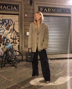parisian chic on a budget — fikus Look Fashion, Korean Fashion, Winter Fashion, Fashion Outfits, Womens Fashion, Fashion Trends, Casual Outfits, Minimal Fashion, Timeless Fashion