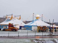 Van drie circussen spotte Circusweb plaatjes van de winterse omstandigheden. Heb jij ook mooie circus sneeuwplaatjes, er kunnen veel meer foto's bij.