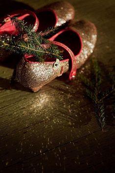 Christmas Colors, All Things Christmas, Christmas Decorations, Christmas Ornaments, Holiday Decor, Christmas Ideas, Winter Images, Winter Photos, Rabbit Island