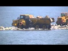 Budowa Sztucznej Rafy - Ustka (Heavy equipment on the beach)