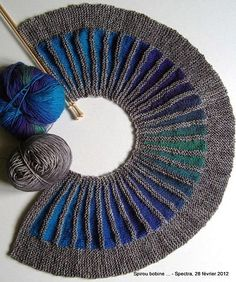 pattern by Stephen West Georgous! I am absolutely loving this knit scarf pattern! I am absolutely loving this knit scarf pattern! Yarn Projects, Knitting Projects, Crochet Projects, Knitting Stitches, Knitting Yarn, Hand Knitting, Knitting Patterns, Crochet Patterns, Shawl Patterns