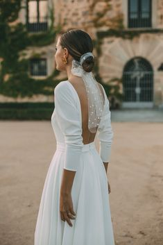 Bridal hairstyle, low bun with polka dotted tulle scarf. sleeve minimalist wedding dress with low back. Dream Wedding Dresses, Bridal Dresses, Dresses To Wear To A Wedding, Bridal Veils, Wedding Outfits, Wedding Looks, Wedding Day, Hair Wedding, Headpiece Wedding