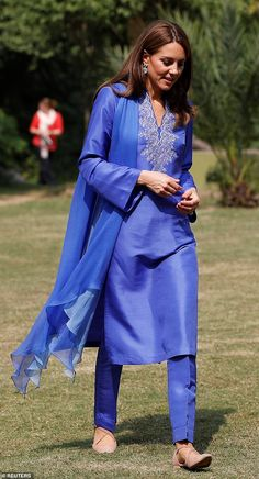 Prince William and Kate Duke and Duchess of Cambridge start Pakistan tour with school visit William Kate, Prince William And Kate, Duke And Duchess, Duchess Of Cambridge, New Look Shoes, Kate Middleton Style, Princesa Diana, Thing 1, Colourful Outfits
