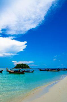 Sunrise Beach, Koh Lipe, Thailand. The best place to go for a honeymoon vacation.