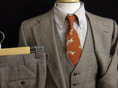 Vintage 3pc Wool Tweed Austin Reed Suit size 40 R ~ MINTY!    Color: brown - classic looking plaid woven in various browns and beiges Material: a soft