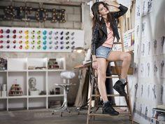 Selena Gomez in sexy Hot Pants und rockiger Lederjacke aus ihrer neuen  Neo Collection