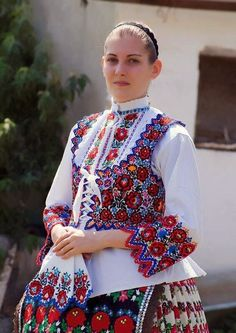 Travel Europe – The Home of Culture – Europe – Visit it and you will love it! Polish Embroidery, Hungarian Embroidery, Ethnic Fashion, Fashion Art, Womens Fashion, Traditional Fashion, Traditional Dresses, Folklore, Ethnic Dress