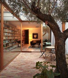 Casa Ricart, Benimaclet, Valencia | Gradolí & Sanz Arquitectes | 2012  > C/ Poeta Asins, 12, Benimaclet, Valencia  # Vivienda entre medianeras # Rehabilitación