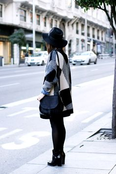 Love how Sara from Collage Vintage use this vintage wool geometric cardigan. www.collagevintage.com