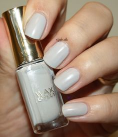 31DC2014 21: Inspired by a color - Grey Loreal Aux Chandelles #31DC2014 #inspiredbyacolor #grey #loreal #rijahdk #neglelak #nailpolish