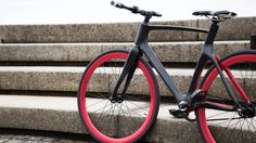 The Vanhawks Valour smart bike connects with a smartphone app and brings tech like GPS directly to the handle bars.
