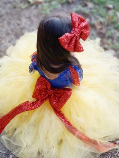 Back view of this Beautiful Snow White Halloween little girl Costume
