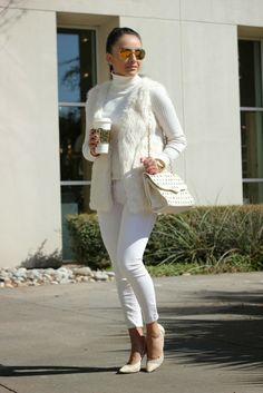 Adorable all white outfit for chilly spring days. Faux fur, turtle neck and jeans