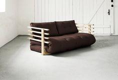 Modernes Schlafsofa mit Massivholz-Rückenlehne mit 4 Querleisten. Ausgeklappt…