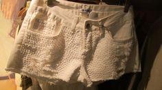 Shorts de paetê branco da Mandi Verão 2013