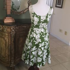Jones wear sun dress Beautiful green & white Jones wear sun dress.size 4 petite.in great condition Dresses Midi