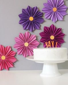 DIY Flowers DIY crepe paper flowers : DIY accordion paper flowers Paper Crafts - The Ultimate Craft Handmade Flowers, Diy Flowers, Diy Easy Paper Flowers, Paper Flowers For Kids, Dahlia Flowers, Paper Butterflies, Flower Ideas, Summer Flowers, Diy Paper