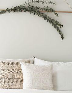 Gratifying Eucalyptus Wall Hanging Above Bed – Wall Decors Home Bedroom, Diy Bedroom Decor, Master Bedroom, Bedroom Ideas, Bedroom Inspiration, Bedrooms, Above Bed Decor, Natural Bedroom, Minimal Bedroom