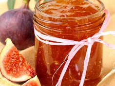 Homemade Fig Jam Recipe - This Homemade Fig Jam recipe is made with fresh figs with are in season right now. Take advantage of fresh figs available now in your grocery store and enjoy homemade fig jam. Fig Recipes, Sweet Recipes, Cooking Recipes, Chutneys, Homemade Fig Jam, Amazing Food Creations, Cuisine Diverse, Jam And Jelly, Portuguese Recipes