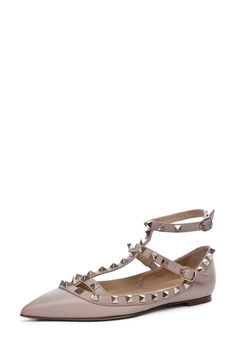 Valentino Rockstud Ballerina Flat in Powder.even in a ballerina flat?oh my every version and colour of this valentino rockstud is haunting me! Crazy Shoes, Me Too Shoes, Valentino Rockstud Shoes, Shoe Boots, Shoes Heels, Flat Shoes, Pumps, All About Shoes, Ballerina Flats