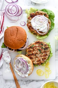 Could You Eat Pizza With Sort Two Diabetic Issues? Greek Turkey Burgers With Tzatziki Sauce Are Packed With Fresh Spinach, Sun-Dried Tomatoes, Oregano And Feta Cheese For A Healthy Mediterranean Version For Hamburger Fans Sandwiches, Greek Turkey Burgers, Greek Burger, Homemade Tzatziki Sauce, Mediterranean Diet Recipes, Ground Turkey Recipes, Greek Recipes, Carne, Chicken Recipes