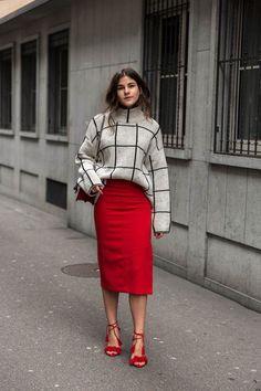 pull col roulé femme à motifs graphiques, jupe rouge et sandales assorties  Col Roulé Femme 5c1d3244ec49