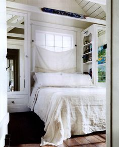 I Like The Built In Closets And Bookcases Used For Nightstands Perfect A Small