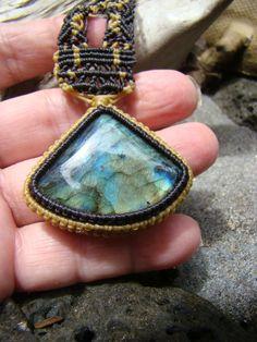 Blue Fire Labradorite Triangle Gemstone Cabochon / от Macrame2luv