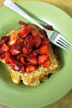 French Toast with Strawberries..One of my absolute favorite breakfast dish..  Recipe: http://www.yummytummyaarthi.com/2014/01/french-toast-recipe-strawberries-with.html