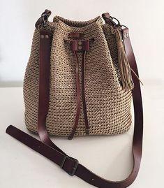 Most of the most popular bags do not meet a certain aesthetics this season. Crochet Backpack, Crochet Tote, Crochet Handbags, Crochet Purses, Free Crochet, Drawstring Bag Diy, Crochet Shoulder Bags, Yarn Bag, Macrame Bag