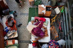 el ventano: Dos imágenes del desahucio en Madrid encabezan las dos últimas galerías de fotos de The Wall Street Journal