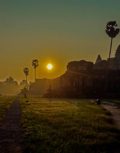 Photo Angkor vat sunrise 2 / Cambodia par Fabien  Chevallier  on 500px