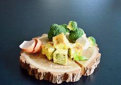 Recette de mini flan pour bébé au brocoli, chèvre et basilic (Dès 11 mois) - Miam ! Super facile à faire pour un bébé qui souhaite manger seul pendant la diversification alimentaire !
