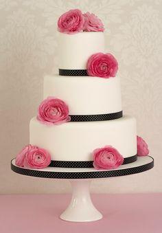 tort ze świeżymi kwiatami