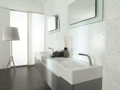 Wall: Squares White, Floor: Tavola Wenge, Vanity: Essence Gris Matte, Faucet: Essence C, Bathtub: SP Concept