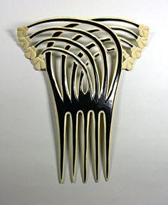 Art Deco hair comb, circa Four stems with stylized flowers crossing four other stems. Vintage Hair Combs, Vintage Hair Accessories, Bridal Accessories, Art Deco Hair, Bijoux Art Nouveau, Ideas Joyería, Barrettes, Hair Ornaments, Art Deco Design