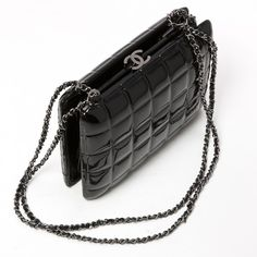 Black Patent leather Clutch bag CHANEL (£1,760) ❤ liked on Polyvore featuring bags, handbags, clutches, chanel clutches, patent purse, chanel purse, patent handbags and patent leather clutches