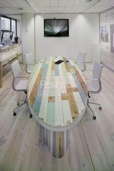 Ovale vergadertafel van RestyleXL geheel gemaakt van sloophout