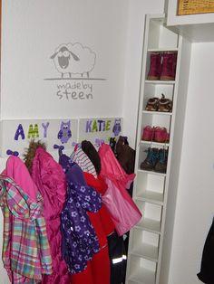 Made by Steen: Schuhschrank für Kinderschuhe GNEDBY CD Regal by IKEA und Kindergarderoben bei Strobelini Dawanda.