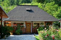 in Bucovina , agriturism found in Bucovina. Wood House Design, Eco Cabin, Village Houses, Facade House, House In The Woods, Traditional House, Modern Architecture, Gazebo, House Plans