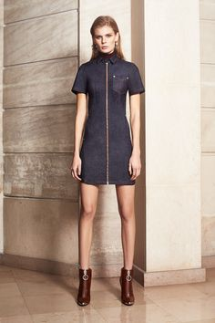 Mugler Pre-Fall 2016 Collection - Vogue Source by 2016 jean trends 2016 Fashion Trends, Fall Fashion 2016, Runway Fashion, Fashion News, Autumn Fashion, Fashion Books, World Of Fashion, High Fashion, Fashion Show