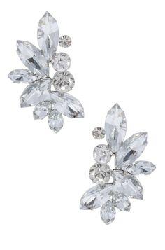 Lindo e elegante, o maxi brinco é ideal para festas e eventos mais sofisticados, pois o cristal causa um efeito brilhante e chic. Banhada a prata, essa peça pode ser combinada com um belo colar prateado brilhante. Dimensões: 4,5 cm de comprimento. Peso: 3 gramas.