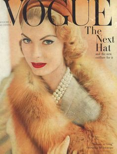 Vintage Vogue covers are such fabulous inspiration. This cover is from August 1957 The Best Vintage Vogue Covers Capas Vintage Da Vogue, Vogue Vintage, Vintage Vogue Covers, Vintage Fur, Vintage Mode, Vogue Magazine Covers, Fashion Magazine Cover, Fashion Cover, Vogue Fashion