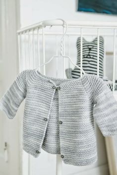 Viimeinen silmukka: Niin yksinkertainen ja yhdestä vyyhdistä Knitting For Kids, Knitting Projects, Baby Knitting, T Baby, Diy Crochet, Crochet Designs, Crafts To Do, Diy For Kids, Kids Fashion