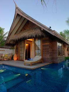 Piscina exterior e privado, em Jumeirah Vittaveli Resort nas Maldivas
