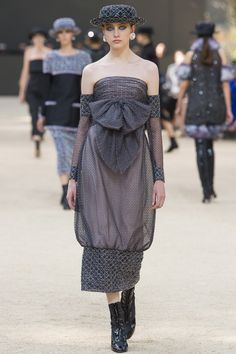 A large model of the Eiffel Tower rose above a natural runway into a slightly misted sky, under the highest reaches of the dome of the Grand Palais. For years, the fashion industry has witnessed th…