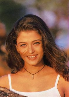 1 person night and closeupYou can find Bollywood stars and more on our person night and closeup Aishwarya Rai Young, Actress Aishwarya Rai, Aishwarya Rai Bachchan, Bollywood Actress, Bollywood Fashion, Bollywood Stars, Beautiful Indian Actress, Beautiful Actresses, Miss World
