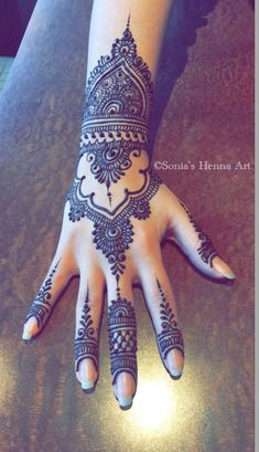 As the time evolved mehndi designs also evolved. Now, women can never think of any occasion without mehndi. Let's check some Karva Chauth mehndi designs. Latest Arabic Mehndi Designs, Henna Art Designs, Mehndi Designs For Girls, Mehndi Designs For Beginners, Modern Mehndi Designs, Bridal Henna Designs, Mehndi Design Photos, Mehndi Designs For Fingers, Beautiful Mehndi Design