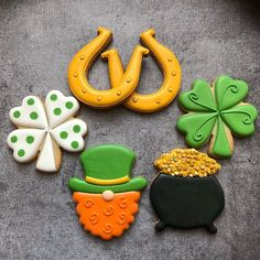 Best how to bake royal icing cookies awesome Ideas Rollo Cookies, Irish Cookies, St Patrick's Day Cookies, Honey Cookies, Crazy Cookies, Iced Cookies, Royal Icing Cookies, How To Make Cookies, Holiday Cookies